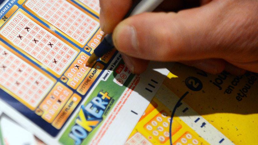 Británico gana más de un millón de dólares en lotería gracias a una desconocida que le cedió el paso