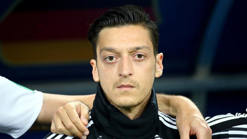"""Mesut Ozil se retira de la selección de Alemania debido al """"trato racista recibido"""""""
