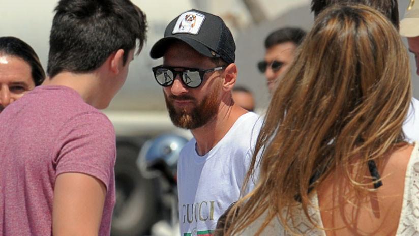 FOTO, VIDEO: Messi 'huye' de una multitud enloquecida que lo descubre en una playa de España