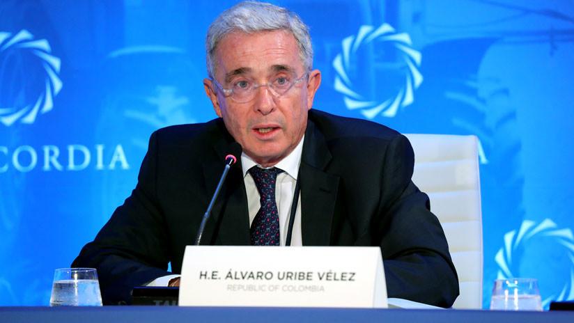 """Álvaro Uribe acusa al presidente Santos y al MI5 de ejecutar """"una treta"""" en su contra"""