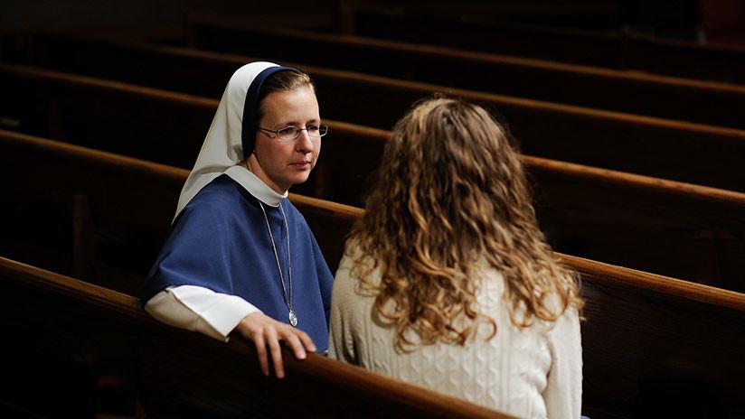 """""""Llegó a mi cama y me levantó la ropa"""": Monjas denuncian abusos sexuales de sacerdotes en Chile"""