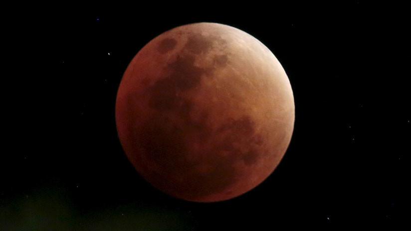 Un popular pastor evangélico ve una profecía bíblica en el eclipse lunar de este viernes