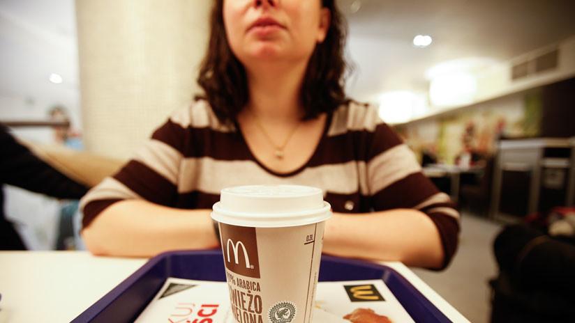 Clienta y funcionaria protagonizan violenta pelea dentro de un McDonald's