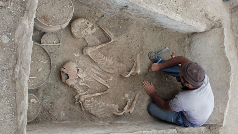 ¿'Romeo y Julieta' en Kazajistán? Hallan una tumba con una pareja de 5.000 años de antigüedad
