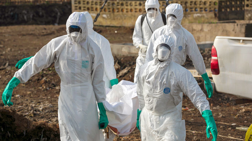 Una mujer que sobrevivió al Ébola infecta a su familia un año después