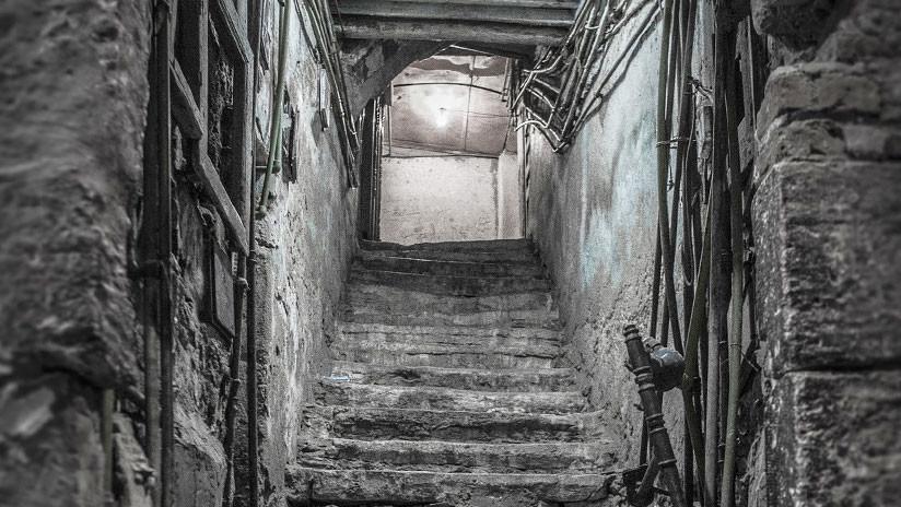 FOTO: Hace 30 años encontró un pozo en su casa, ahora excava para saber qué misterio esconde