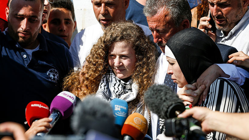 Israel libera tras ocho meses de prisión a la adolescente que abofeteó a dos soldados israelíes