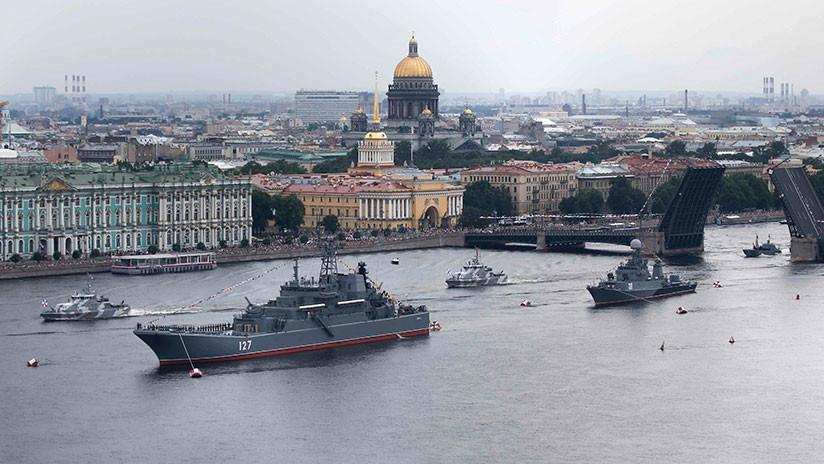 VIDEO: Los buques más modernos de Rusia brillan en los desfiles del Día de la Armada