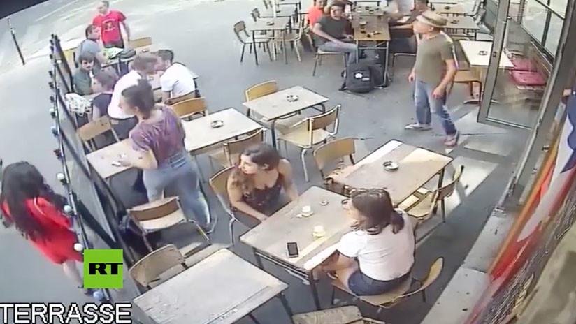 VIDEO: Un hombre golpea en la cara a una joven que respondió a sus comentarios obscenos