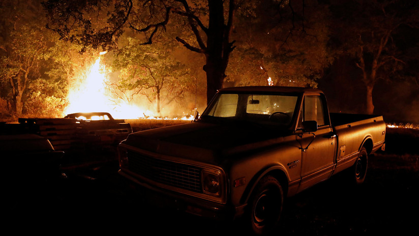 VIDEO: Captan un 'tornado de fuego' generado por incendios forestales en California