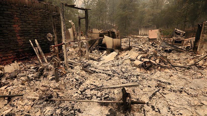 Dos incendios forestales amenazan 10.000 hogares en California