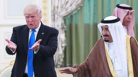 El presidente de EE.UU., Donald Trump, junto al rey de Arabia Saudita, Salmán bin Abdulaziz, en Riad, el 20 de mayo de 2017.