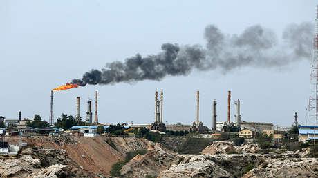 Una instalación petrolera en la isla iraní de Jark, en el golfo Pérsico, el 12 de marzo de 2017.
