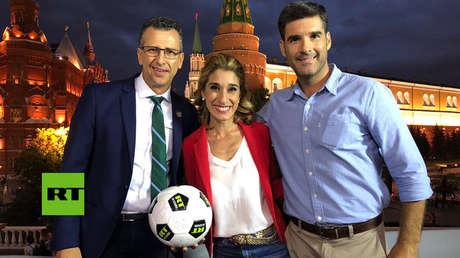 Exfutbolista mexicano, Félix Fernández, y los corresponsales de RT, Diana Deglauy y Nicolás Sánchez O'Donovan