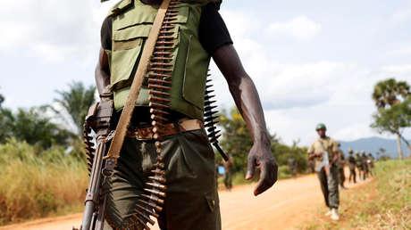 Soldados de las Fuerzas Armadas de la República Democrática del Congo vigilan el territorio.