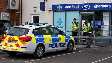 Agentes de la Policía británica cerca del lugar del incidente en Amesbury, Reino Unido, el 4 de julio de 2018