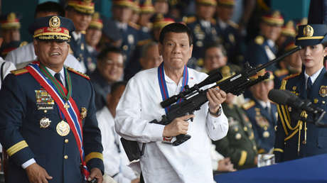 El presidente filipino Rodrigo Duterte durante una ceremonia en Camp Crame, Manila, Filipinas, 19 de abril de 2018.
