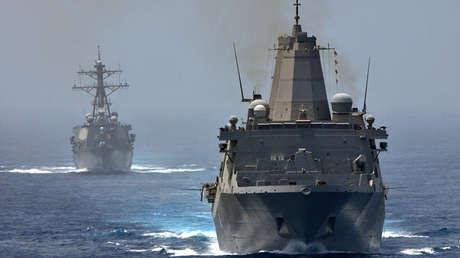 Buques estadounidenses en el Estrecho de Ormuz, el 10 de junio de 2012.
