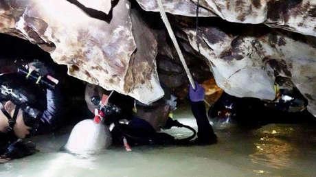 El equipo de rescate trabaja en la cueva al norte de Tailandia, donde se encuentran atrapados 12 niños y su entrenador. Provincia de Chiang Rai el 4 de julio de 2018.