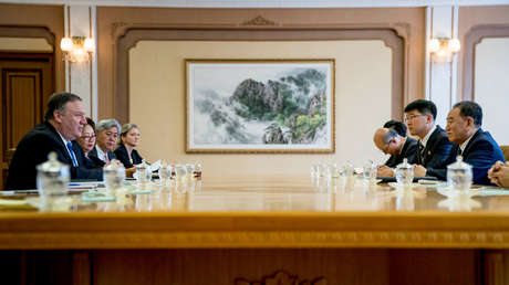 Mike Pompeo y Kim Yong-chol durante las negociaciones en Pionyang, el 6 de julio de 2018