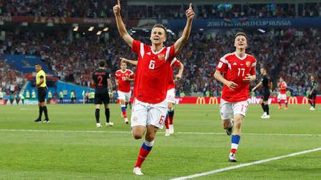 El futbolista de la selección de Rusia, Denís Chéryshev, celebra su gol ante Croacia en los cuartos de final del Mundial. Sochi 7 de julio de 2018.