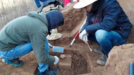 Científicos, durante las excavaciones en la Meseta de Loess en China. 11 de julio de 2018.