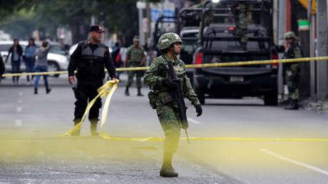 Soldados en la escena de un crimen en Monterrey, México, 10 de abril de 2018.