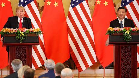 El presidente de EE.UU., Donald Trump, y su homólogo chino, Xi Jinping, en Pekín, China, el 9 de noviembre de 2017