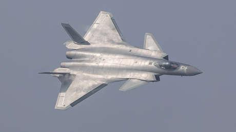 Caza furtivo chino J-20.