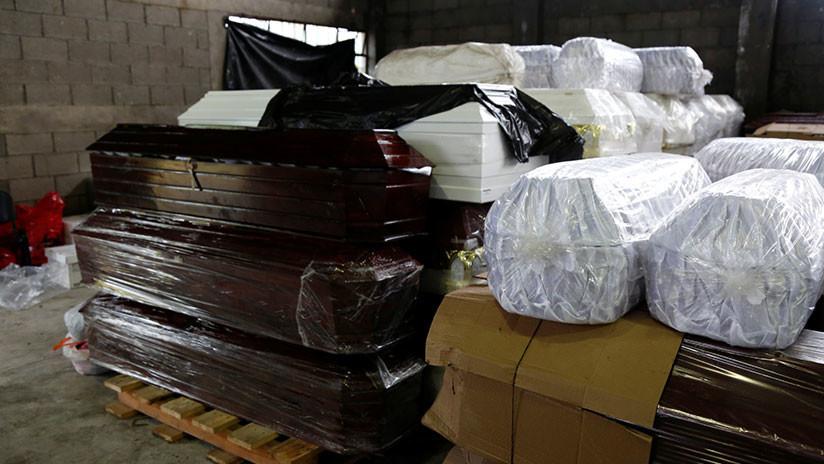 Caos funerario en China: Confiscan y destruyen miles de ataúdes en medio de la ira popular (FOTOS)