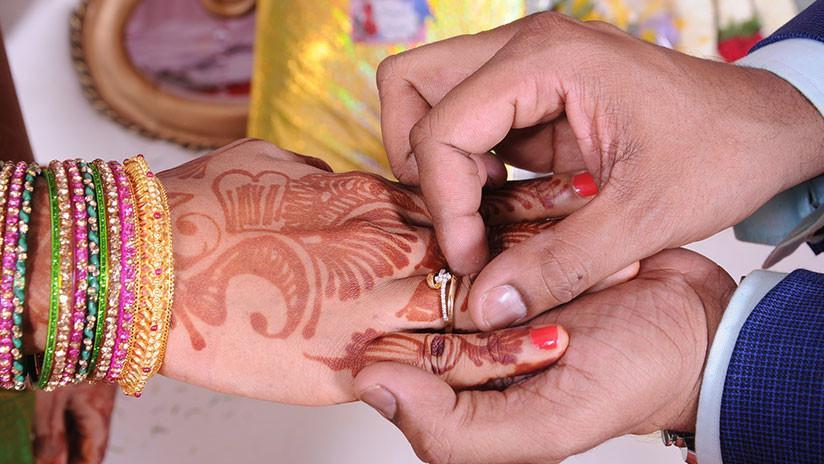 FOTO: Dos jóvenes indios son secuestrados y torturados por casarse sin permiso familiar
