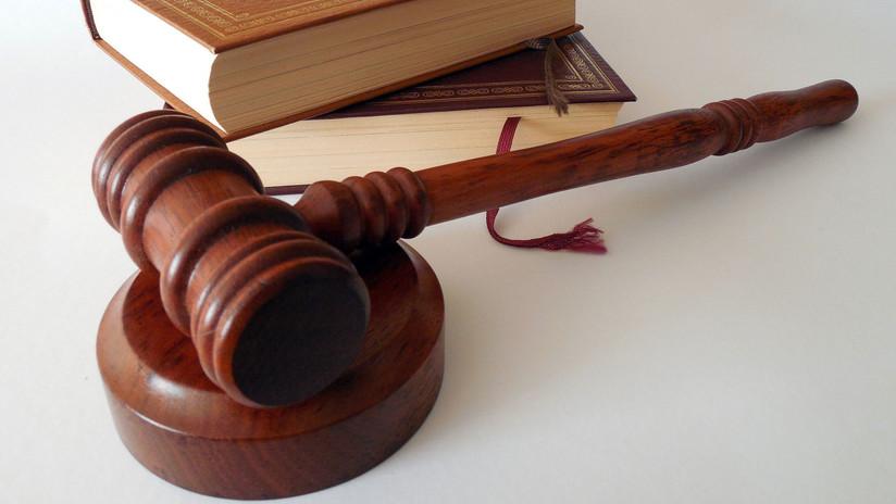 VIDEO: Un juez de EE.UU. ordena tapar la boca de un acusado con cinta adhesiva
