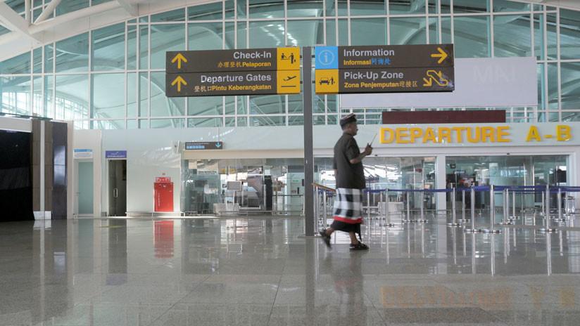 VIDEO: Una turista abofetea a un oficial de inmigración tras ser multada con 4.000 dólares