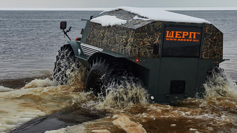 VIDEO: Un todoterreno ruso arrasa sin piedad una competencia contra camiones 'monstruo' en el barro