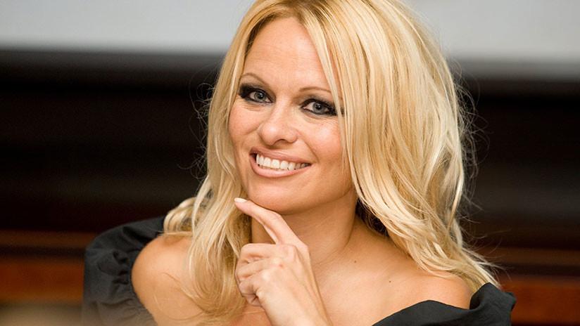 Pamela Anderson habló de su llamativa relación con Julian Assange