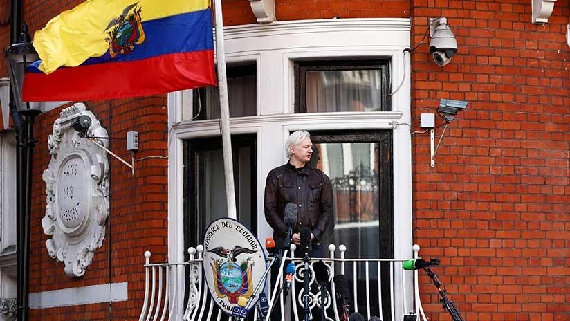 """Lenín Moreno: Assange puede dejar la Embajada de Ecuador en Londres """"cuando quiera"""""""