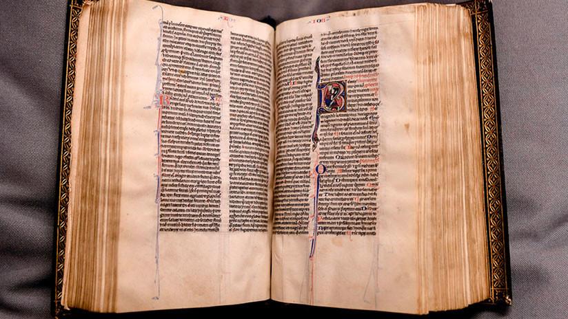 """Recuperan tras 500 años una Biblia extremadamente rara que """"atestigua la historia"""" del cristianismo"""