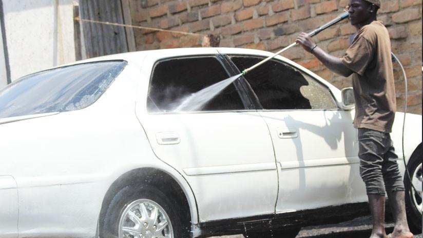 VIDEO: Un desconocido la ataca y le rompe el auto por negarse a darle su número de teléfono
