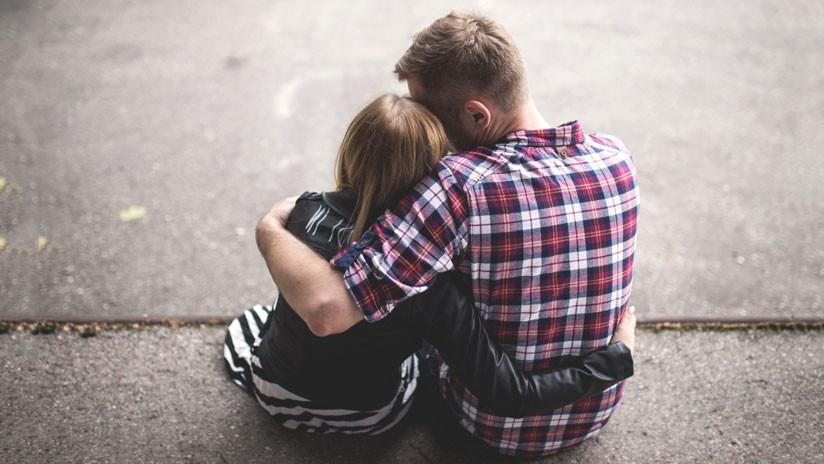 Conmovedor momento en que joven se despide su novio