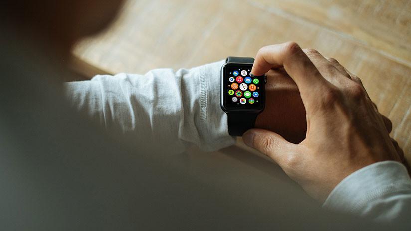 Reloj inteligente advierte a un joven de anomalías en su ritmo cardíaco y los médicos descubren esto