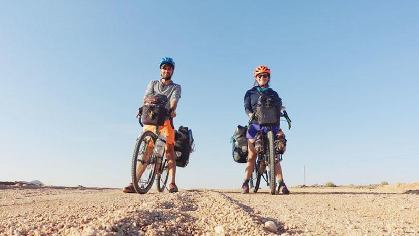 Dejan su trabajo para viajar por el mundo en bicicleta: Tras un año, los mata el Estado Islámico