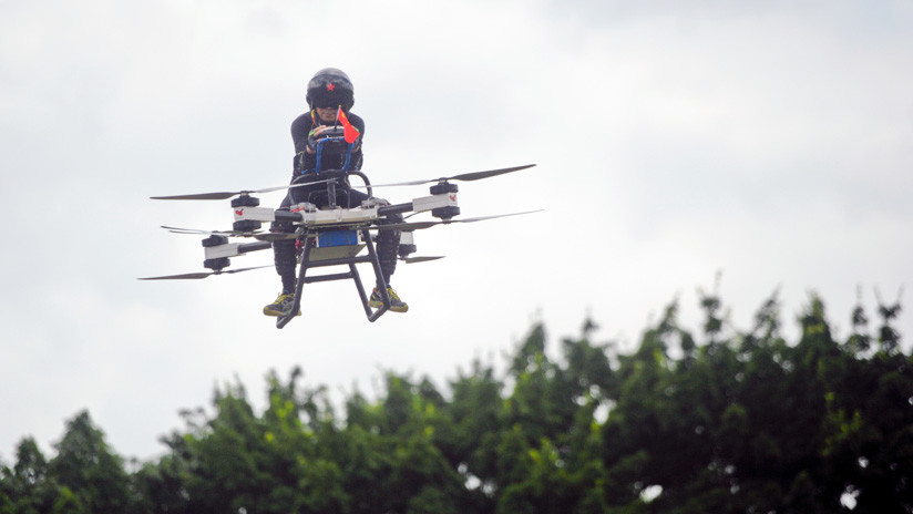 VIDEO: Un inventor chino muestra su 'scooter volador' de diseño casero
