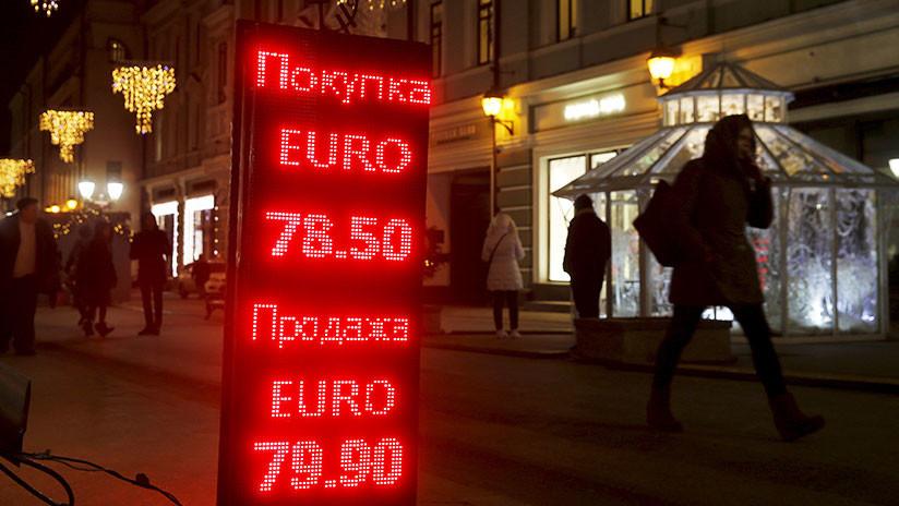 """""""Rusia y sus aliados deberían abandonar el dólar en los pagos mutuos en respuesta a las sanciones"""""""