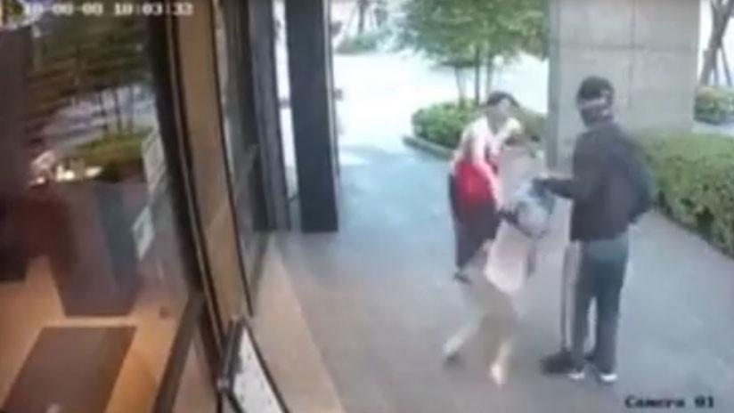 Mujer enfrenta a desconocido que intentó arrebatarle a su hija