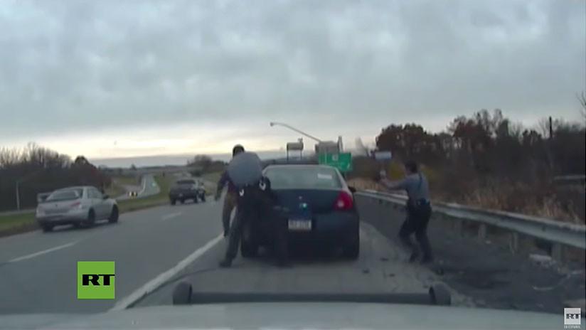 VIDEO: Conductor desata fuerte tiroteo tras ser detenido por dos policías (mírelo hasta el final)
