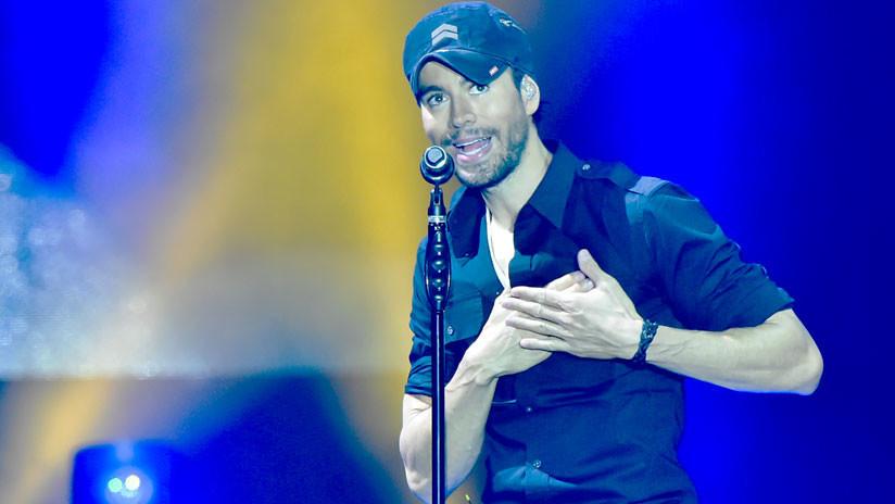 Enrique Iglesias, criticado por manosear a una telonera en pleno concierto en México (VIDEO)