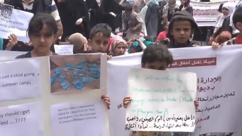 VIDEO: Niños yemeníes protestan contra el bombardeo saudita contra un autobús de escolares