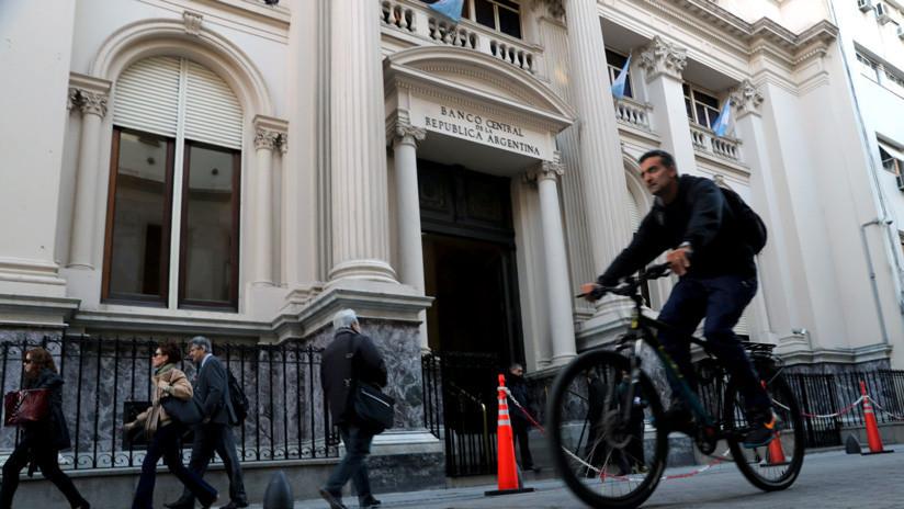 El dólar supera los 30 pesos y el Banco Central de Argentina responde