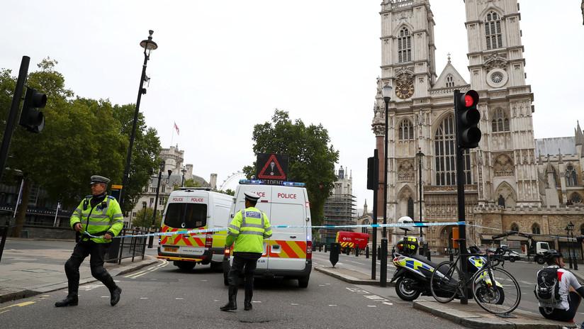 Unidad antiterrorista de la Policía británica inicia una investigación del suceso en el Parlamento