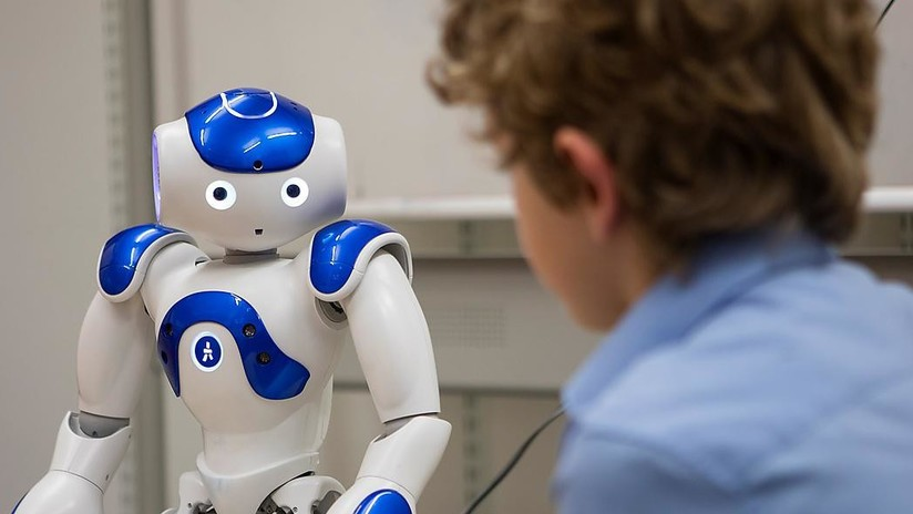 Experimento alarmante: Los niños confían más en robots que en sus amigos